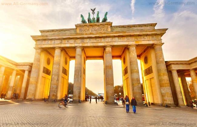 Один из самых главных символов Германии - Бранденбургские ворота