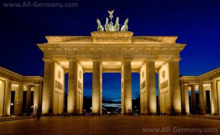 Один из главных символов Берлина и Германии - Бранденбургские ворота