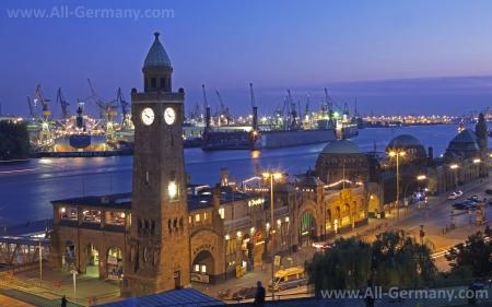 Ночной вид на порт Гамбурга