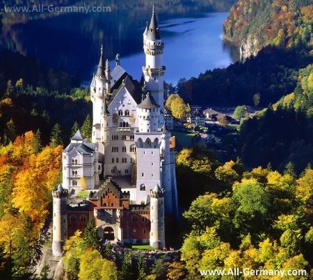 Сказочный замок Нойшванштайн в Баварии